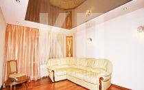 Натяжные потолки в зал гостиной