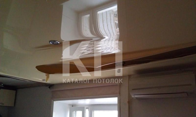 Порвался натяжной потолок что делать?