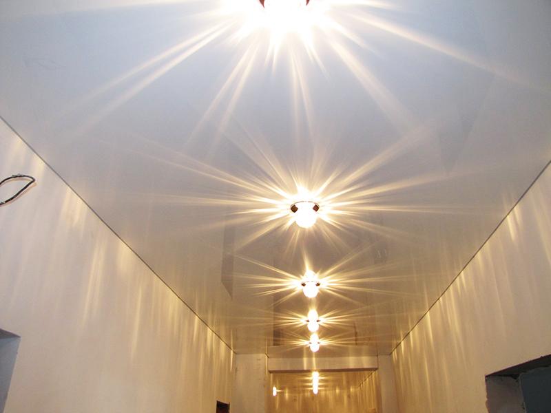 схема расположения спотов на потолке