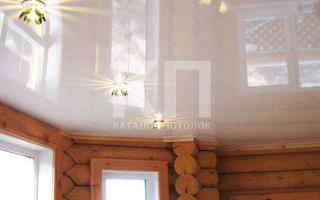 Натяжные потолки в деревянном доме. Преимущества и недостатки.