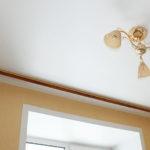 Какие гардины лучше при натяжном потолке